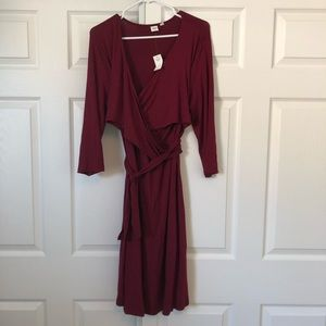 GAP Maternity/nursing wrap dress
